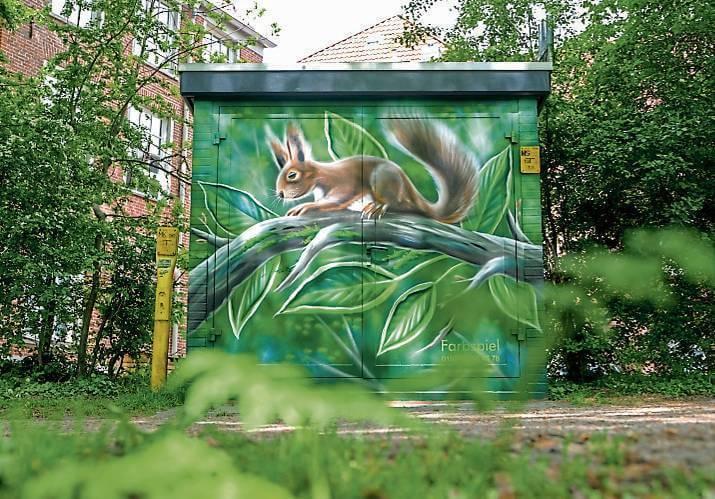 Passend:Das Eichhörnchen an der Trafostation Am Wall passt sich seiner Umgebung an. BILD: Eric Hasseler