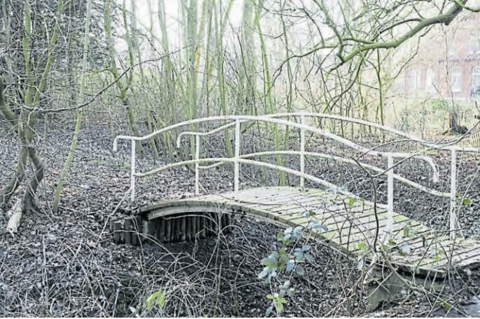 Brücke ohne Zweck: Von Spaziergängern war hier nicht mehr die Rede. Bild: Eric Hasseler